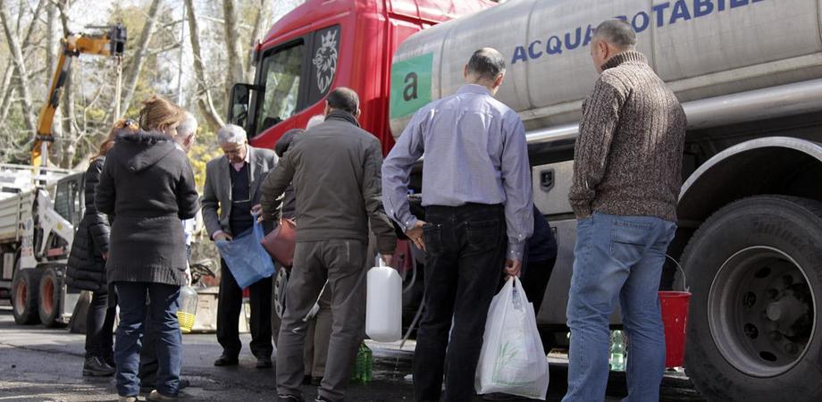 Le case dei nisseni a secco: a Santa Barbara il Comune mette a disposizione un'autobotte con acqua potabile