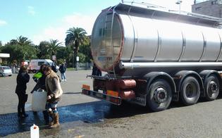 http://www.seguonews.it/emergenza-acqua-a-caltanissetta-domenica-autobotte-in-piazza-mercato-a-disposizione-della-cittadinanza