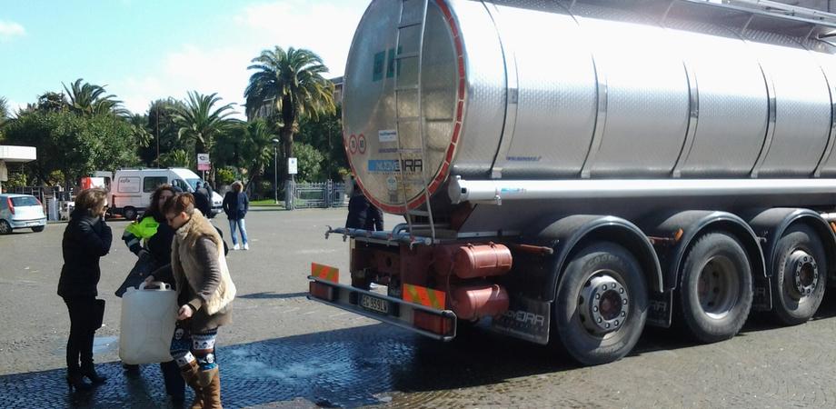 Crisi idrica a Caltanissetta, arrivano le autobotti della Protezione Civile. Il sindaco chiede risarcimenti a Caltaqua