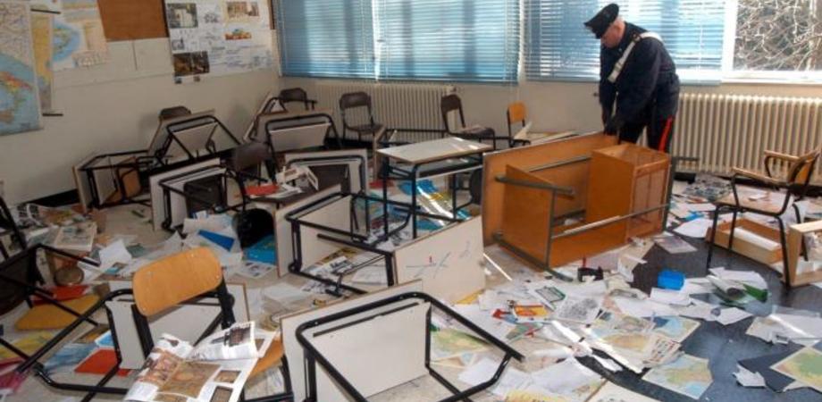 """Scuola vandalizzata """"per gioco"""", la Procura per i Minori di Caltanissetta indaga tre ragazzini"""