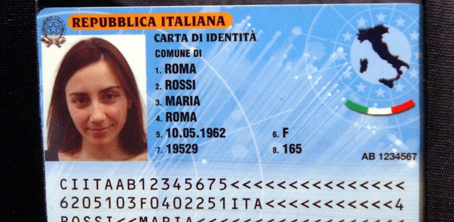 Arriva la Carta d'identità elettronica. Sul nuovo documento impronte e la scelta di donare gli organi
