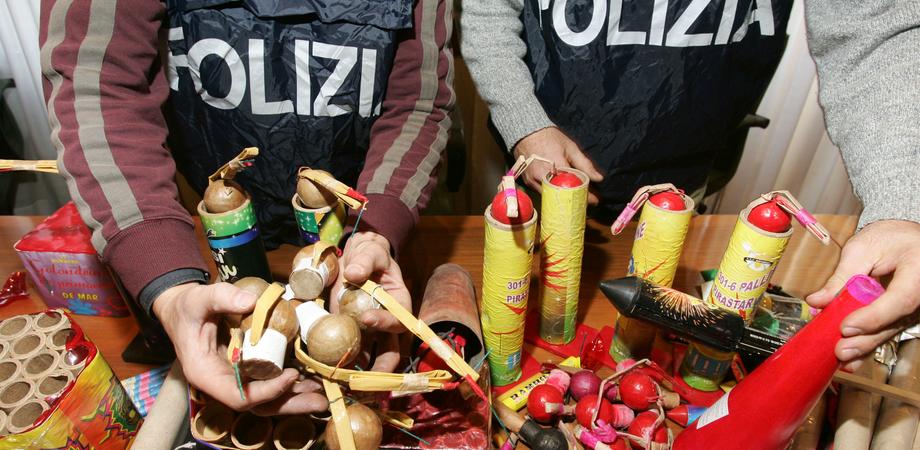 Botti di Capodanno illegali a Caltanissetta, scatta sequestro. Due venditori abusivi denunciati dalla Polizia