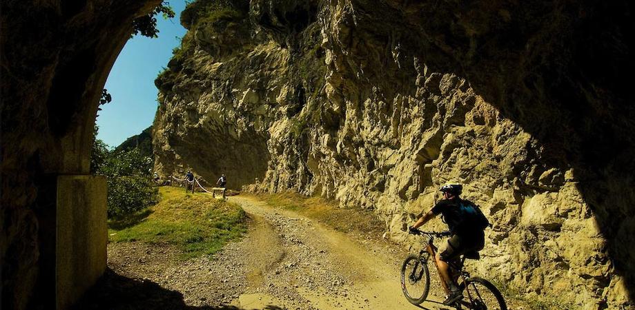"""""""Passeggiando per le vie dei minatori"""", domenica il primo raduno in bici a Santa Barbara"""