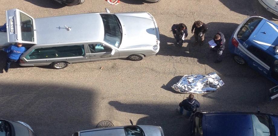 Tragedia in via Lazio a Caltanissetta. Chef trovato morto in auto: si sospetta un malore fatale