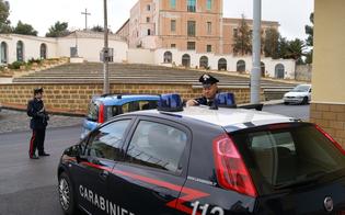 https://www.seguonews.it/san-cataldo-prende-a-martellate-porta-per-rubare-in-casa-ladro-tenta-la-fuga-preso-dai-carabinieri