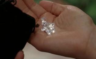 http://www.seguonews.it/caltanissetta-il-falso-marinaio-propone-laffare-dei-diamanti-la-vittima-non-abbocca-tre-imbroglioni-in-fuga-a-mani-vuote