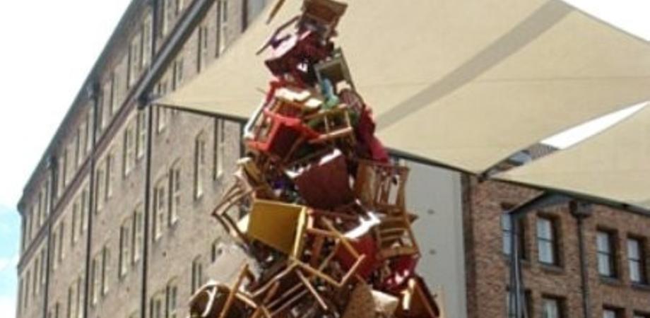 Sedie inutilizzate da trasformare in albero di Natale: la proposta della V commissione comunale