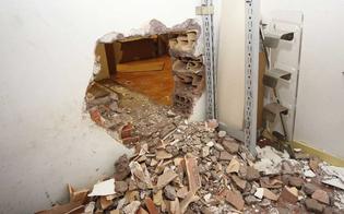 http://www.seguonews.it/banda-del-buco-in-azione-a-caltanissetta-suona-lallarme-raid-sventato-in-un-deposito-di-vini