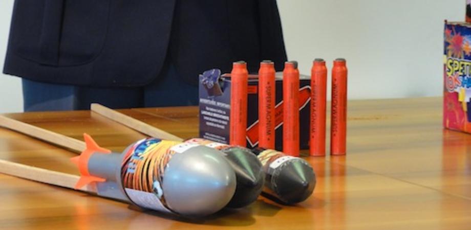 """""""Botti"""" di fine anno. L'avvertimento della Polizia: """"Pene anche per chi acquista i fuochi d'artificio illegali"""""""