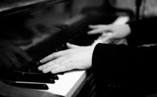 http://www.seguonews.it/martedi-un-concerto-di-beneficienza-al-teatro-marconi-classica-e-dintorni-suonera-per-contrastare-il-disagio-giovanile