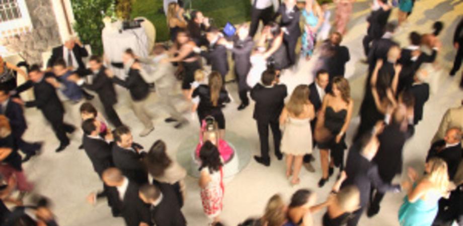 Condòmini tutti al matrimonio, ladri svaligiano intero palazzo: rubati anche mobili