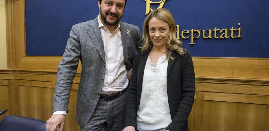 """Lo stupro a Caltanissetta, da Salvini a Meloni è polemica. Il leghista: """"Castrazione chimica"""". La leader FdI: """"Che si fa con le bestie?"""""""