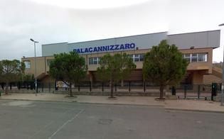 http://www.seguonews.it/soffitto-a-rischio-crollo-salta-gara-di-volley-al-palacannizzaro-lalbaverde-furiosa-lemblema-della-rovina-cittadina