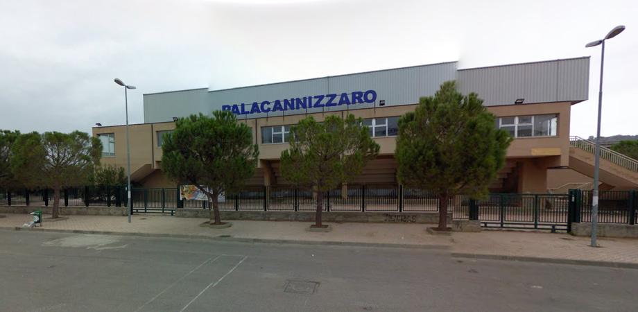 """Soffitto a rischio crollo, salta gara di volley al PalaCannizzaro. L'Albaverde furiosa: """"L'emblema della rovina cittadina"""""""