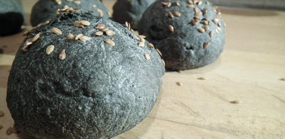 """Arriva in commercio il pane nero ma la nutrizionista invita a non abusarne: """"Nessun effetto miracoloso"""""""