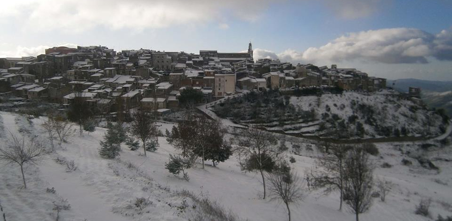 Spruzzi di neve a intermittenza a Caltanissetta. San Cataldo e Mussomeli si svegliano vestite di bianco