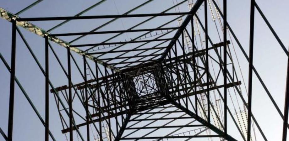 Black out nelle campagne di Caltanissetta, colpa dei ladri. Rubati cavi della rete elettrica dai tralicci