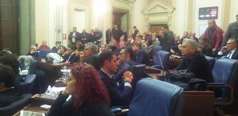 """Università. Il presidente Crocetta parla e Aiello (Fi) gli volta le spalle: """"Lei non è il mio presidente"""""""