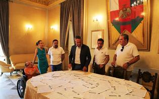 http://www.seguonews.it/auto-in-centro-a-caltanissetta-ce-chi-dice-no-il-sindaco-ha-ceduto-alla-lobby-di-pochi-cittadini