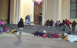 http://www.seguonews.it/non-prendeteci-le-impronte-protesta-a-lampedusa-centinaia-di-migranti-dormono-alladdiaccio