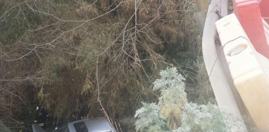 Incidente stradale a Caltanissetta. Auto precipita dal ponte Giannittello, feriti due giovani