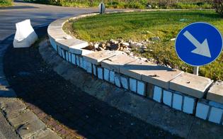 http://www.seguonews.it/caltanissetta-auto-piomba-contro-rotatoria-di-via-due-fontane-conducente-ferito