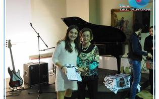 http://www.seguonews.it/cinque-colpi-di-pistola-la-poesia-di-chiara-curcuruto-premiata-al-concorso-sullagente-lillo-zucchetto