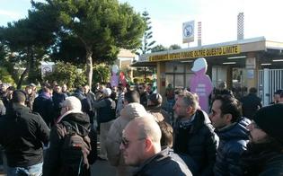 http://www.seguonews.it/la-crociata-degli-operai-di-gela-migliaia-in-piazza-per-chiedere-di-salvare-i-posti-di-lavoro