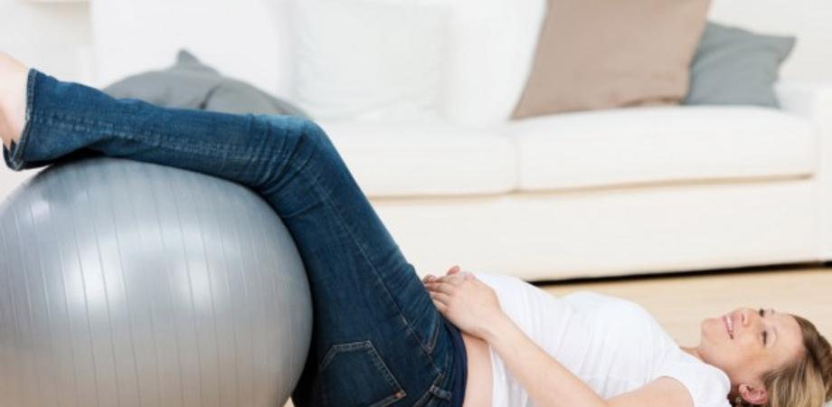 Bruciori di stomaco e cali di pressione: i piccoli disturbi del quinto mese di gravidanza