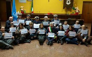 http://www.seguonews.it/no-ai-bimbi-naufraghi-a-san-cataldo-la-campagna-unicef-tuttigiuperterra