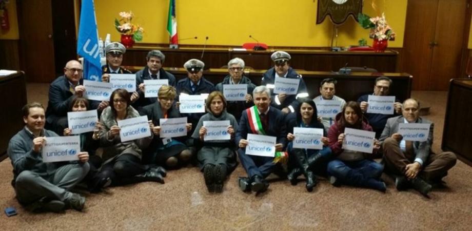 """No ai bimbi naufraghi"". A San Cataldo la campagna Unicef #tuttigiuperterra"