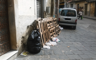http://www.seguonews.it/pedane-e-rifiuti-abbandonati-al-mercato-strata-a-foglia-i-residenti-denunciano-telecamere-contro-gli-sporcaccioni