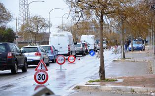 http://www.seguonews.it/caltanissetta-sicura-maxi-posto-di-blocco-in-via-rochester-la-polizia-controlla-centinaia-di-persone-e-veicoli