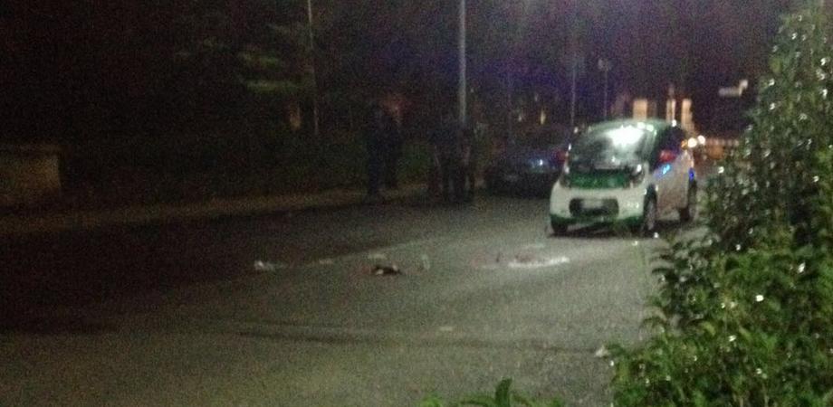 Automobile investe pedone in via Don Minzoni. Uomo riporta trauma cranico: non è grave
