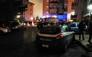 http://www.seguonews.it/caltanissetta-bottiglia-incendiaria-gettata-dentro-palazzo-panico-a-santa-petronilla-decine-di-famiglie-evacuate-dalle-abitazioni