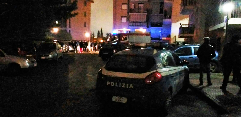 Caltanissetta. Bottiglia incendiaria gettata dentro palazzo, panico a Santa Petronilla. Decine di famiglie evacuate