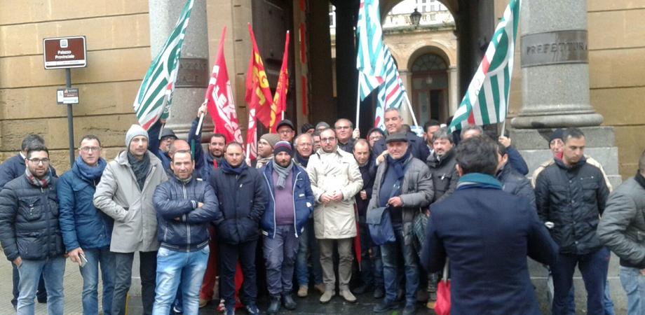 """Vertenza Eni, consegnate al prefetto di Caltanissetta le rivendicazioni. I sindacati: """"Operai hanno bisogno di certezze"""""""
