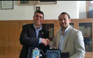 http://www.seguonews.it/delia-donato-un-defibrillatore-alla-scuola-media-il-sindaco-piu-attenzione-alla-salute-di-tutti