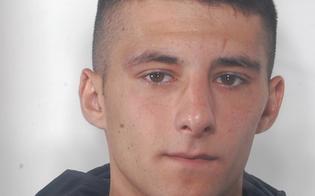 http://www.seguonews.it/caltanissetta-lascia-il-carcere-e-dopo-quattro-ore-ruba-auto-a-passante-e-aggredisce-poliziotti-arrestato-alletto
