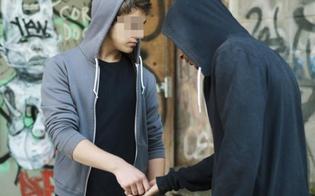 http://www.seguonews.it/lotta-allo-spaccio-minorenne-nisseno-sorpreso-a-cedere-droga-bloccato-dalla-polizia-insieme-al-cliente