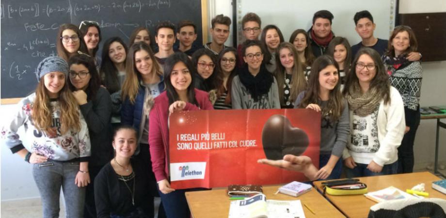 """L'Istituto """"Luigi Russo"""" sostiene la ricerca Telethon. Raccolti fondi con la campagna """"Cuori di cioccolato"""""""