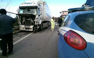 http://www.seguonews.it/frontale-sul-viadotto-pantano-auto-piomba-su-tir-ferito-gravemente-il-conducente