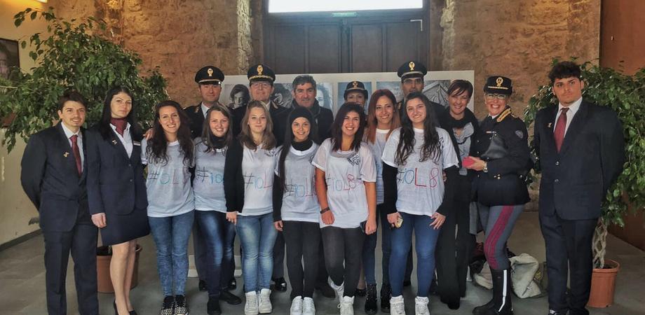 """A Caltanissetta l'omaggio della Polizia di Stato alle donne. """"Uscire dal silenzio contro la violenza di genere"""""""