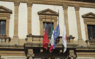 http://www.seguonews.it/strage-di-bruxelles-bandiere-a-mezzasta-al-municipio-di-caltanissetta-vicini-al-dolore-del-popolo-belga
