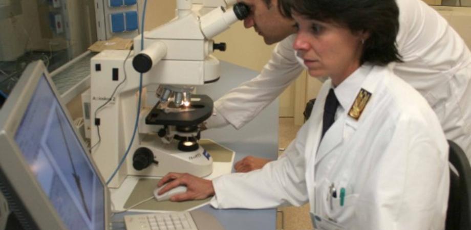 Crimini al microscopio. Paola Di Simone racconta il suo libro a Caltanissetta