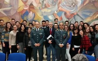 http://www.seguonews.it/educare-i-ragazzi-alla-legalita-economica-lezione-della-guardia-di-finanza-allistituto-mario-rapisardi