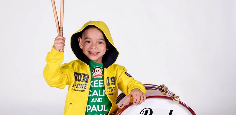 """Francesco Trovato, il baby drummer si esibisce su Rai Due. Stregato dal rock, il 5 maggio sarà ai """"Fatti vostri"""""""