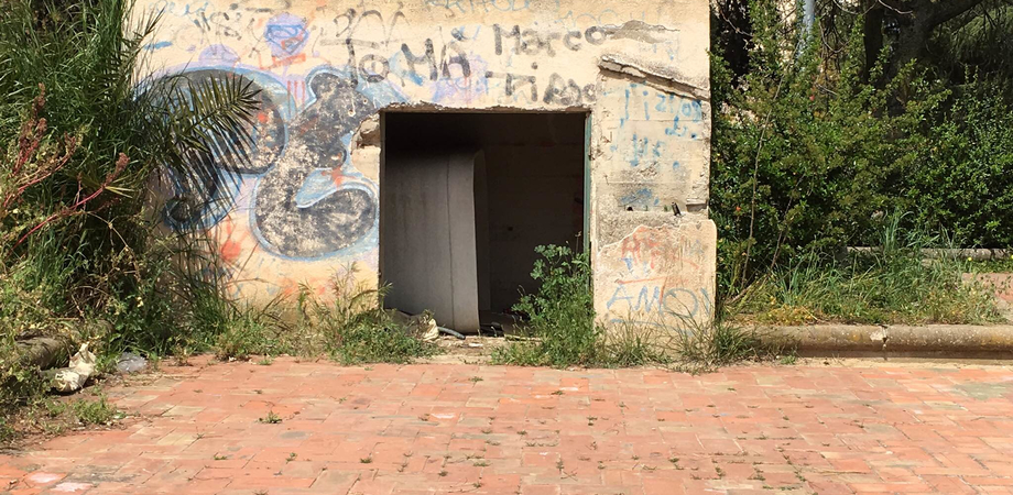 """Amianto nei giardini di via Galilei, denuncia del Movimento Cinque Stelle. Magrì: """"Subito la bonifica dell'area"""""""