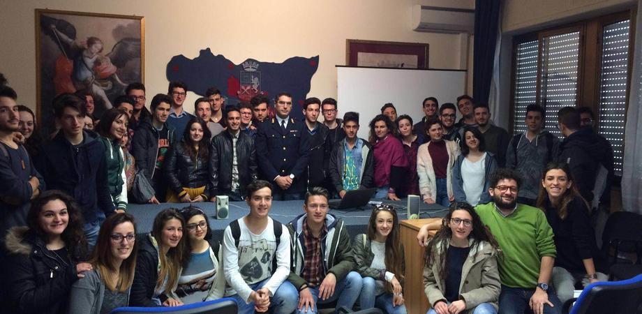 """Impresa e criminalità nel Nisseno, studenti a lezione in Questura. """"Così ripuliamo l'economia dalla mafia"""""""
