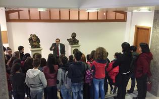 http://www.seguonews.it/il-palagiustizia-di-caltanissetta-apre-le-porte-alle-scuole-visita-degli-studenti-di-sambuca-di-sicilia